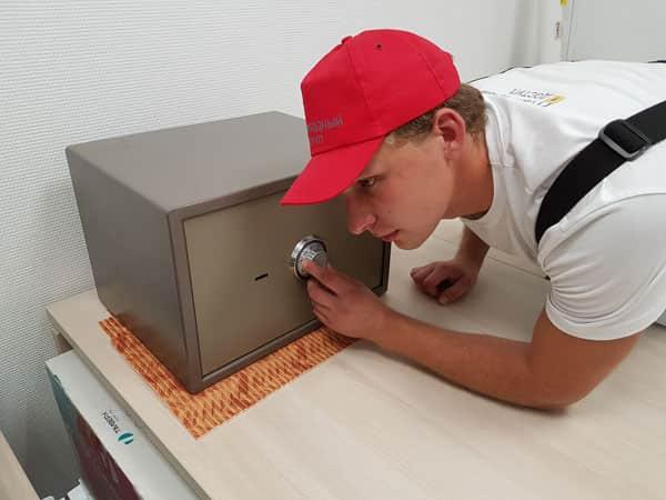 открывание сейфового шкафа